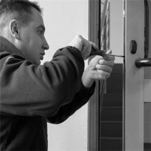 Naprawa zamkow w drzwiach Skarszewy